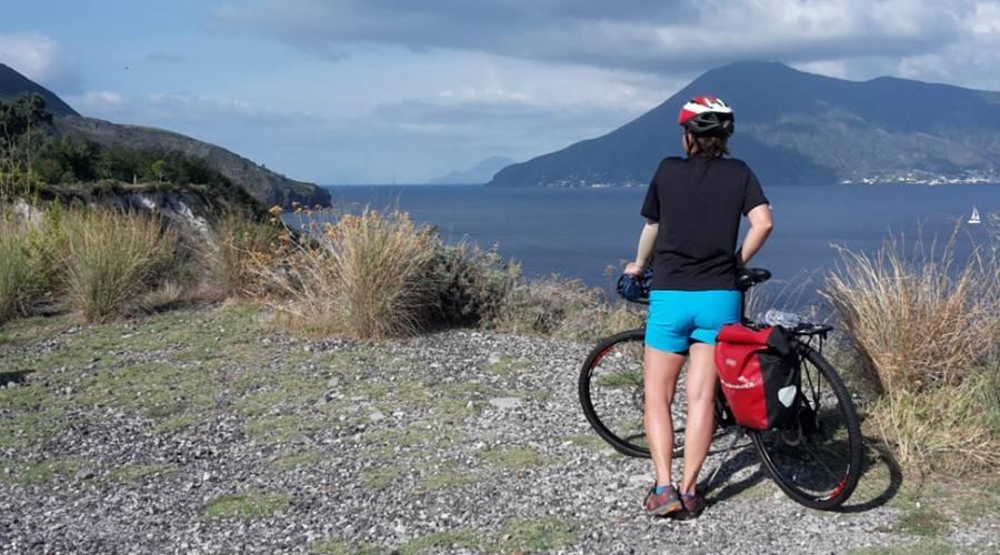 it-catania-le-isole-eolie-tra-bici-barca-e-trekking-6c2c6-1618935522.jpeg